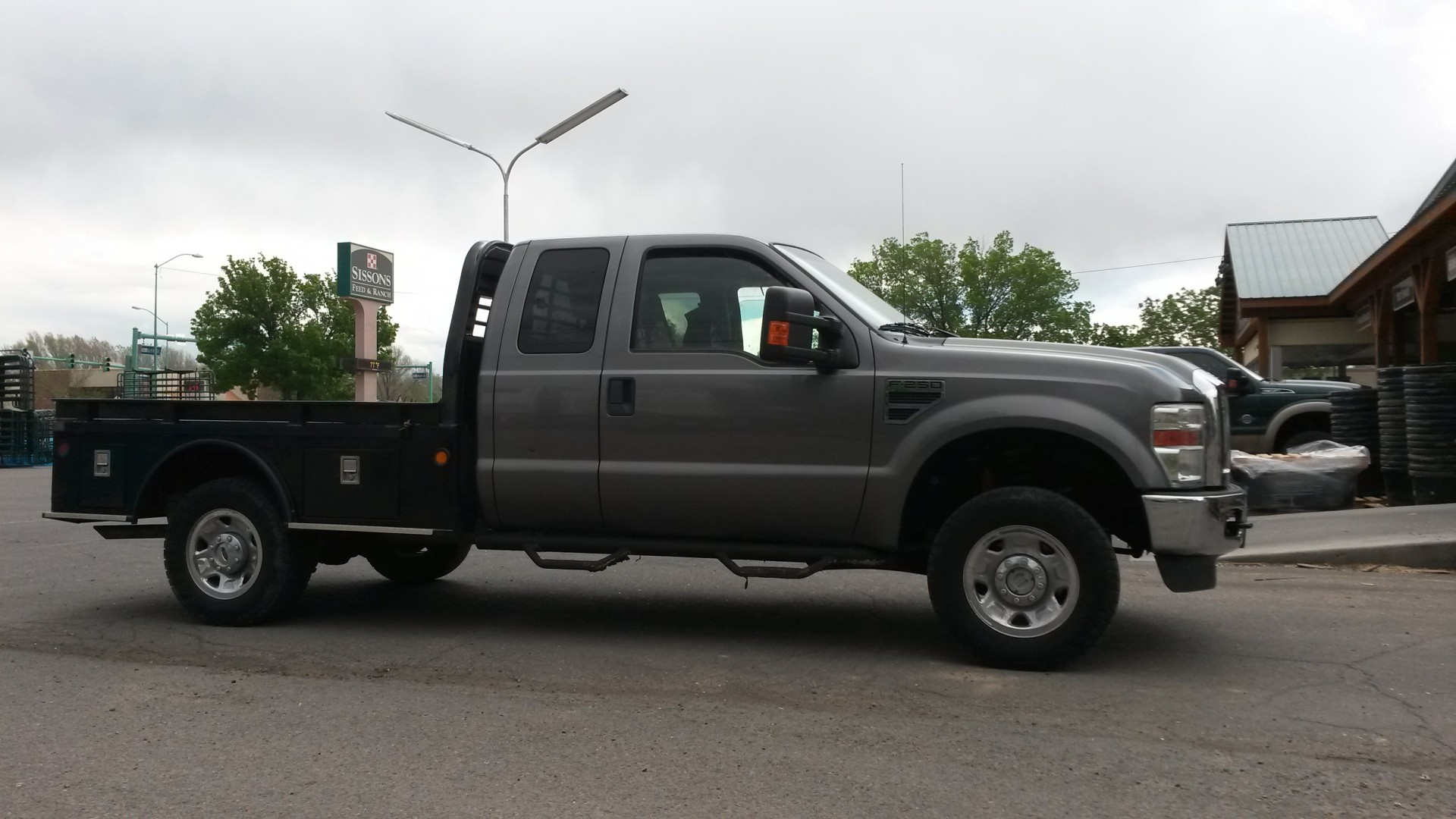 2009 F250 Flatbed Truck