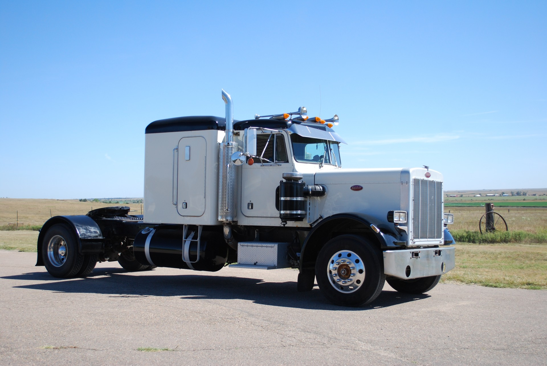 1981 359 Peterbilt Single Axle