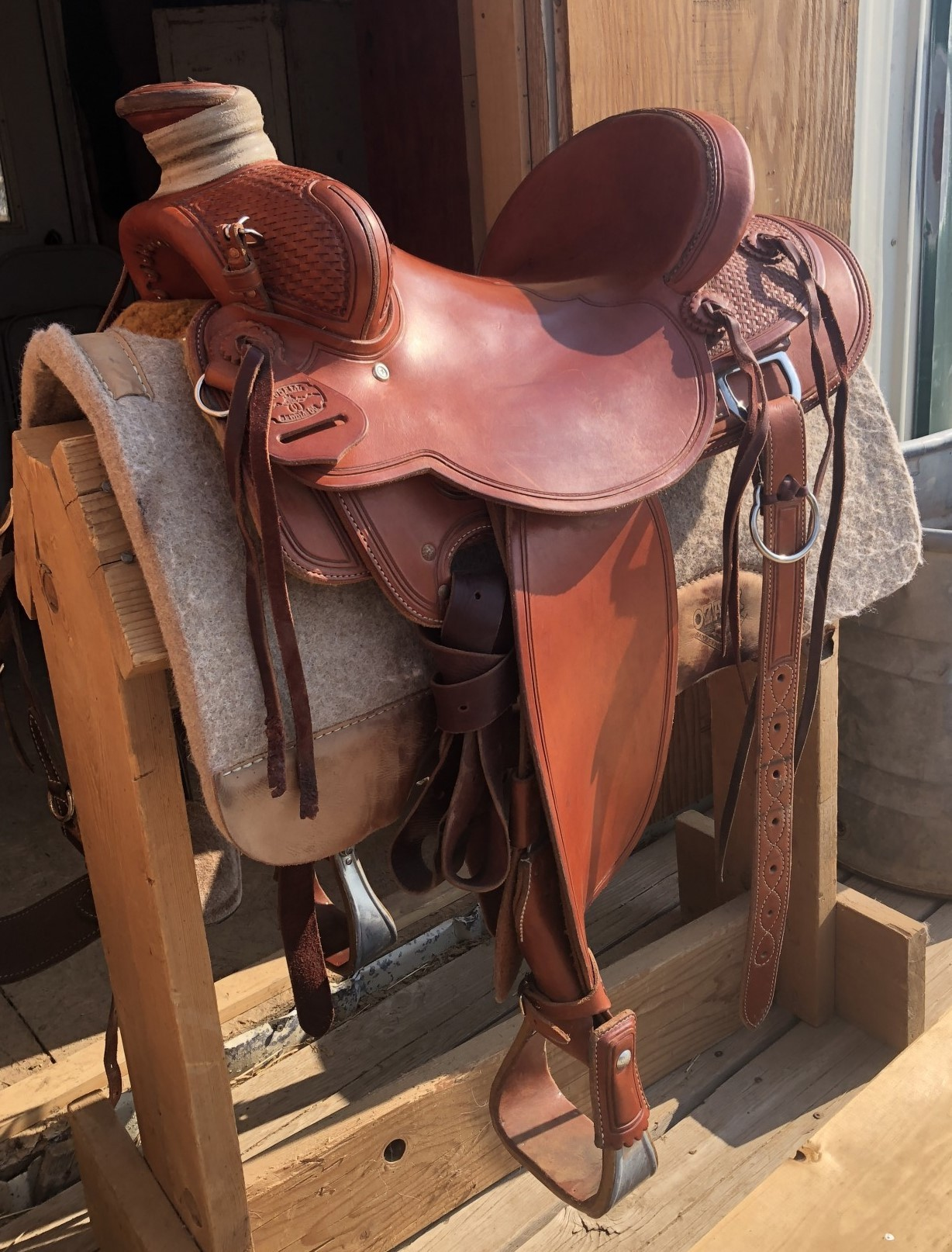Mccall Will James 15 Seat Wood Post Horn