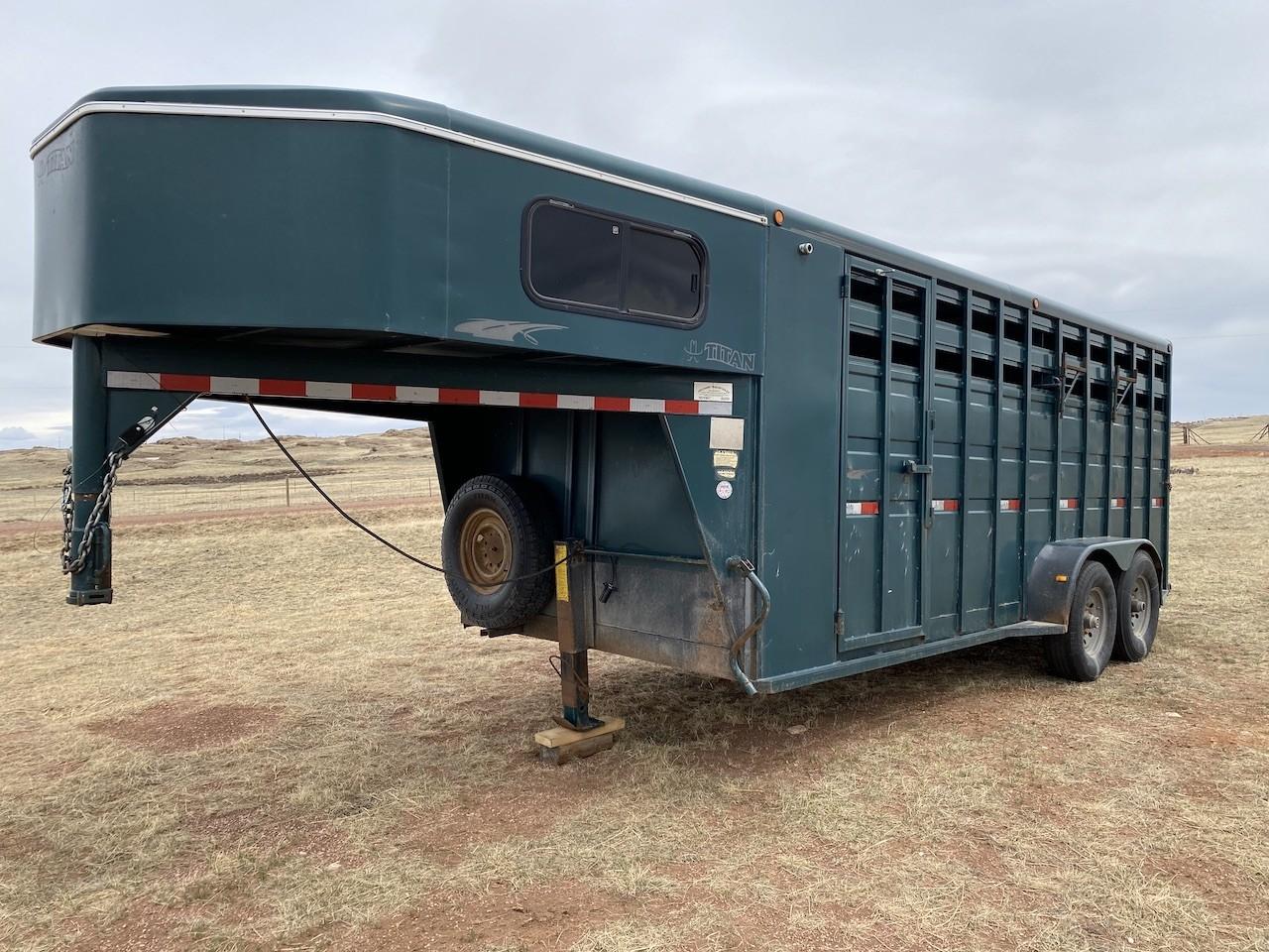 2003 Titan horse trailer
